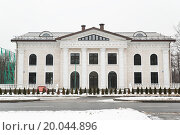 Купить «Здание на Лужнецкой набережной, дом 24 строение 20», эксклюзивное фото № 20044896, снято 6 января 2012 г. (c) Алёшина Оксана / Фотобанк Лори