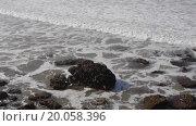 Купить «Камера снимает волны», видеоролик № 20058396, снято 23 июля 2019 г. (c) Павел Котельников / Фотобанк Лори