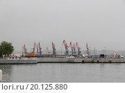 Краны в порту (2013 год). Редакционное фото, фотограф Сергей Блинов / Фотобанк Лори
