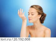 Купить «woman smelling perfume from wrist of her hand», фото № 20192008, снято 31 октября 2015 г. (c) Syda Productions / Фотобанк Лори