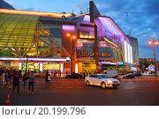 Купить «Торгово-развлекательный центр «Европейский». Площадь Киевского Вокзала, 2. Москва», эксклюзивное фото № 20199796, снято 19 сентября 2015 г. (c) lana1501 / Фотобанк Лори