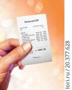 Купить «Restaurant bill for a large sum of money on hand», фото № 20377628, снято 16 октября 2012 г. (c) easy Fotostock / Фотобанк Лори