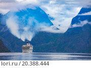 Купить «Cruise Liners On Hardanger fjorden», фото № 20388444, снято 17 июня 2015 г. (c) Андрей Армягов / Фотобанк Лори