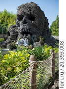 Купить «FRANCE, PARIS - 10 SEP, 2014: Big skull waterfall in Pirates beach on Disneyland.», фото № 20393008, снято 10 сентября 2014 г. (c) Losevsky Pavel / Фотобанк Лори