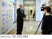 Купить «RUSSIA, MOSCOW - 18 MAY, 2015: Journalist is taking interview of the man at conference USRF in MSTU of N.E. Bauman.», фото № 20393084, снято 18 мая 2015 г. (c) Losevsky Pavel / Фотобанк Лори