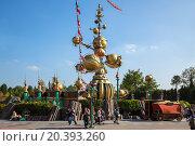Купить «FRANCE, PARIS - 10 SEP, 2014: Attraction Orbitron with futuristic design in Disneyland.», фото № 20393260, снято 10 сентября 2014 г. (c) Losevsky Pavel / Фотобанк Лори