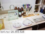 Купить «Chemical laboratory with preparations and burners for warming.», фото № 20393928, снято 14 ноября 2014 г. (c) Losevsky Pavel / Фотобанк Лори