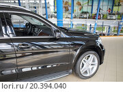 Купить «MOSCOW - MAY 14, 2014: Black car in a dealer center Mercedes-Benz Avilon in Moscow», фото № 20394040, снято 14 мая 2014 г. (c) Losevsky Pavel / Фотобанк Лори