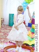 Купить «Happy little girl in an elegant dress in a big bubble at the graduation kindergarten», фото № 20395032, снято 28 мая 2014 г. (c) Losevsky Pavel / Фотобанк Лори