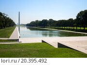Купить «USA, WASHINGTON - AUG 27, 2014: Ducks swim by Lincoln Memorial Reflecting Pool not far from Washington Monument at summer sunny day.», фото № 20395492, снято 27 августа 2014 г. (c) Losevsky Pavel / Фотобанк Лори