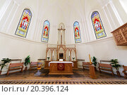 Купить «MOSCOW - JUNE 9, 2014: Baroque altar and stained glass windows in the Cathedral of St. Peter and Paul», фото № 20396124, снято 9 июня 2014 г. (c) Losevsky Pavel / Фотобанк Лори