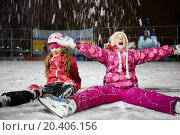 Купить «Two little girls sit on skating rink ice in evening under falling snow», фото № 20406156, снято 4 января 2014 г. (c) Losevsky Pavel / Фотобанк Лори