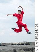 Купить «Shaolin warriors wushoo man in red practice martial art outdoor. Kung fu», фото № 20524136, снято 10 августа 2011 г. (c) easy Fotostock / Фотобанк Лори