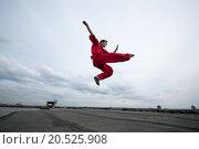 Купить «Shaolin warriors wushoo man in red practice martial art outdoor. Kung fu», фото № 20525908, снято 10 августа 2011 г. (c) easy Fotostock / Фотобанк Лори