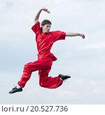 Купить «Shaolin warriors wushoo man in red practice martial art outdoor. Kung fu», фото № 20527736, снято 10 августа 2011 г. (c) easy Fotostock / Фотобанк Лори