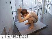 Купить «Гиперреалистическая скульптура Рона Муека (Ron Mueck) - Мальчик. ARoS Aarhus Kunstmuseum, Орхус. Дания.», фото № 20717308, снято 18 октября 2014 г. (c) Elizaveta Kharicheva / Фотобанк Лори