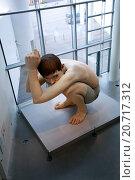 Купить «Гиперреалистическая скульптура Рона Муека (Ron Mueck) - Мальчик. ARoS Aarhus Kunstmuseum, Орхус. Дания.», фото № 20717312, снято 18 октября 2014 г. (c) Elizaveta Kharicheva / Фотобанк Лори
