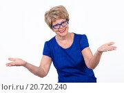 Купить «Смеющаяся пожилая женщина разводит руками в стороны, белый фон», фото № 20720240, снято 13 декабря 2015 г. (c) Кекяляйнен Андрей / Фотобанк Лори