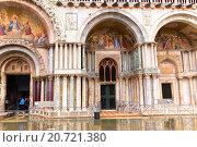 Купить «Архитектурные детали дворца Дожей. Венеция. Италия», фото № 20721380, снято 4 ноября 2013 г. (c) Евгений Ткачёв / Фотобанк Лори