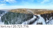 Купить «Панорама долины реки Вижай со скалы Большие Воронки. Северный Урал», фото № 20721716, снято 18 марта 2018 г. (c) Евгений Ткачёв / Фотобанк Лори