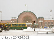 Купить «Метель и снегопад в Хельсинки. Площадь у Центрального железнодорожного вокзала», фото № 20724652, снято 12 января 2016 г. (c) Валерия Попова / Фотобанк Лори