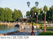 Купить «На Онежской набережной. Петрозаводск», эксклюзивное фото № 20729124, снято 20 августа 2013 г. (c) Александр Щепин / Фотобанк Лори