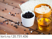 Купить «close up of coffee scrub in cup and honey on wood», фото № 20731436, снято 21 декабря 2015 г. (c) Syda Productions / Фотобанк Лори