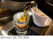 Купить «close up of espresso machine making coffee», фото № 20731924, снято 1 декабря 2015 г. (c) Syda Productions / Фотобанк Лори