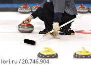 Купить «A curler throwing a curling rock on a sheet of ice.», фото № 20746904, снято 25 мая 2019 г. (c) age Fotostock / Фотобанк Лори
