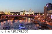 Купить «Ночной вид Москвы, река и Кремль, Россия», видеоролик № 20778300, снято 22 января 2016 г. (c) Наталья Волкова / Фотобанк Лори