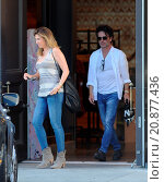 Купить «Model Daisy Fuentes flaunts her famous curves at the age of 48 while out shopping with her new boyfriend singer Richard Marx. The new couple were seen...», фото № 20877436, снято 28 апреля 2015 г. (c) age Fotostock / Фотобанк Лори