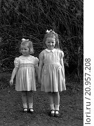Купить «Portrait of two sisters», фото № 20957208, снято 28 июля 2015 г. (c) age Fotostock / Фотобанк Лори