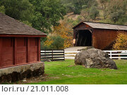 Купить «Bridgeport Covered Bridge, South Yuba River State Park, Nevada County, California.», фото № 21011008, снято 9 ноября 2009 г. (c) age Fotostock / Фотобанк Лори