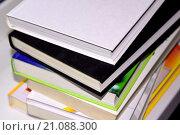 Купить «Много разных цветных книг в твердом переплете», фото № 21088300, снято 17 ноября 2015 г. (c) Сергеев Валерий / Фотобанк Лори
