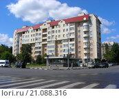 Купить «Восьмиэтажный монолитно-кирпичный жилой дом серии I-447. Краснодарская улица, 48. Район Люблино. Москва», эксклюзивное фото № 21088316, снято 25 июля 2015 г. (c) lana1501 / Фотобанк Лори
