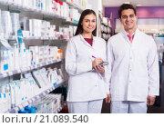 Купить «Young team in chemist shop», фото № 21089540, снято 21 апреля 2019 г. (c) Яков Филимонов / Фотобанк Лори
