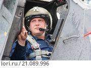 Купить «Лётчик Военно-Воздушных Сил России в кабине», фото № 21089996, снято 23 июля 2018 г. (c) Михаил Михин / Фотобанк Лори