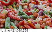 Купить «Замороженные овощи. Мексиканская смесь», видеоролик № 21090556, снято 24 января 2016 г. (c) Мальцев Артур / Фотобанк Лори