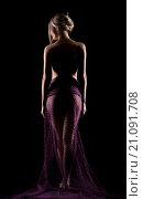 Портрет молодой красивой сексуальной женщины в полупрозрачном фиолетовом платье. Стоковое фото, фотограф Nikolay Safronov / Фотобанк Лори