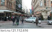 Купить «Улица Pohjoiesplanadi в городе Хельсинки, пешеходный переход, Финляндия», видеоролик № 21112616, снято 24 января 2016 г. (c) Кекяляйнен Андрей / Фотобанк Лори
