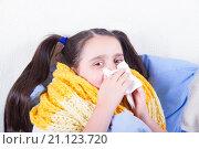 Девочка с двумя хвостиками  вытирает нос. Стоковое фото, фотограф Emelinna / Фотобанк Лори