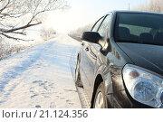 Машина на фоне зимнего пейзажа. Стоковое фото, фотограф Себелева Марина / Фотобанк Лори