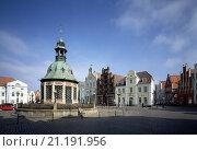 Купить «Wismar, Markt mit Wasserkunst/Rathaus, Jugensdstilhaus, Alter Schwede und Reuterhaus», фото № 21191956, снято 26 марта 2019 г. (c) age Fotostock / Фотобанк Лори