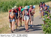 Купить «Europe, France, Alsace, Bas Rhin, Geispolsheim, scout group walkers heading for Strasbourg.», фото № 21228692, снято 16 июля 2015 г. (c) age Fotostock / Фотобанк Лори