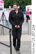 Купить «The cast of the new reality show 'Stewarts & Hamiltons' arrive for an interview on 'Extra' at Universal City Walk Featuring: Ashley Hamilton Where: Los...», фото № 21257224, снято 23 июля 2015 г. (c) age Fotostock / Фотобанк Лори