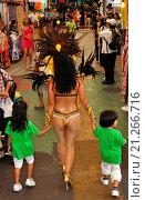 Купить «Naha, Okinawa, Japan: festival to celebrate the twinning between Naha and São Vicente, Brazil», фото № 21266716, снято 12 сентября 2015 г. (c) age Fotostock / Фотобанк Лори