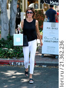 Купить «Eileen Davidson and Lisa Rinna filming for 'The Real Housewives of Beverly Hills.' They were seen leaving Kate Somerville in West Hollywood Featuring:...», фото № 21362236, снято 18 августа 2015 г. (c) age Fotostock / Фотобанк Лори