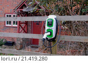 Купить «Electric car recharging point outside rural cottage, England, February», фото № 21419280, снято 14 августа 2018 г. (c) age Fotostock / Фотобанк Лори