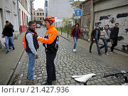 Купить «Belgium police carried out raids and house searches, but arrested no terrorists in muslim area Molenbeek in Brussels.», фото № 21427936, снято 16 ноября 2015 г. (c) age Fotostock / Фотобанк Лори