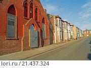 Купить «Boarded up chapel & housing in Plimsol Street, Edge Hill district of Liverpool Merseyside», фото № 21437324, снято 21 ноября 2018 г. (c) age Fotostock / Фотобанк Лори